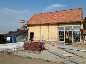 achterkant muren met leemdrager en al enkele ramen
